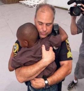 police_help_child.167145001_std