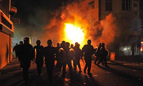 Riot-police-in-Croydon-007